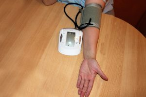 Choisir un tensiomètre de bras ou de poignet ?