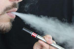 Read more about the article Cigarette électronique vs tabagisme, que sait-on vraiment ?