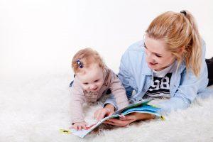 Read more about the article Pour développer le cerveau de bébé, lisez-lui les bons livres au bon moment